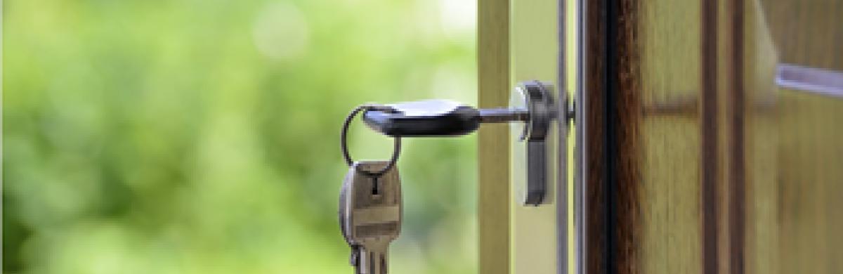 Image of key in lock
